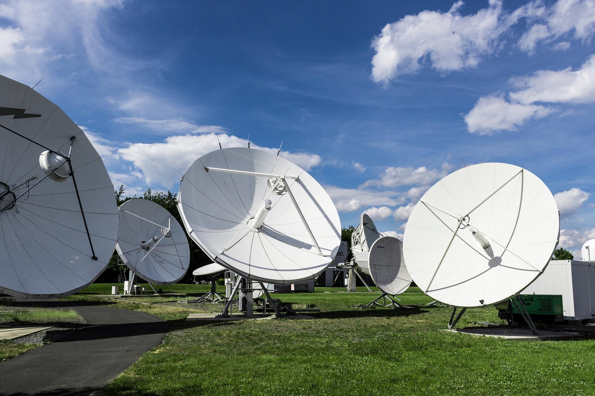 satellite-2528833_1920